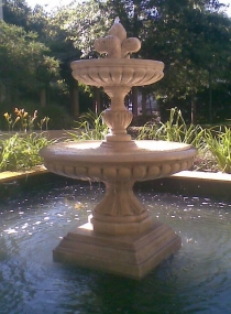 Ashton Fountain With Fleur Top